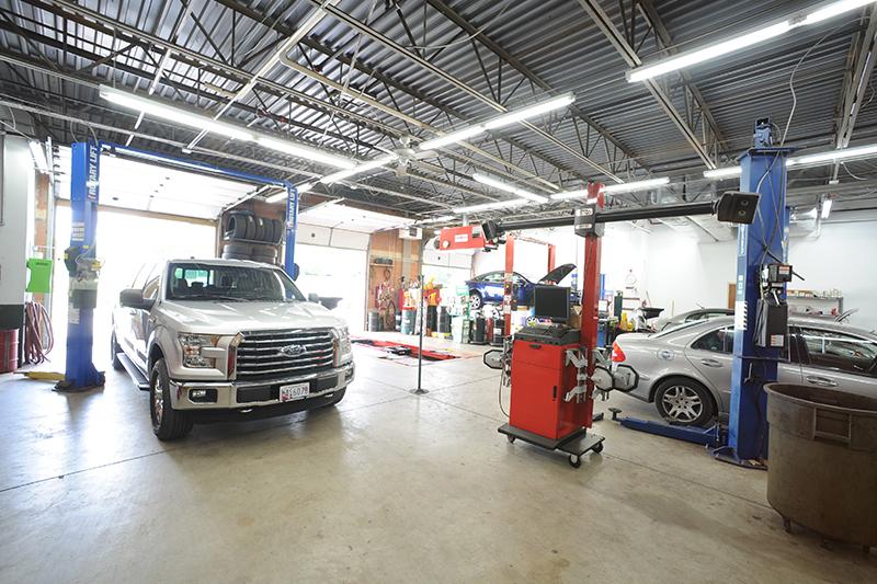 Mechanic-garage-car-on-life